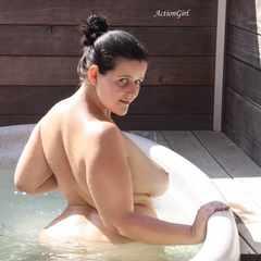 Im Whirlpool - ActionGirl