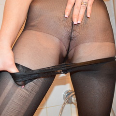 Wet Looking Doppel Pantyhosen nass in 24 - Porn-Kitty18