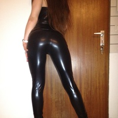 CAMEL TOE POSING in schw. Lack Catsuit - Porn-Kitty18