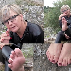 Barfuss im Catsuit - sweety44