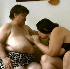 zwei Lesben auf dem Sofa - sweetdesire