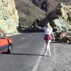 Rock im Wind an der Strasse - DIE-NACKT-WG