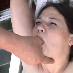 Laras Extrem perverse Gesichts Besamung - DIE-NACKT-WG