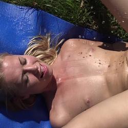Ich lecke Blondienchens pissende Fotze - Claudia-18