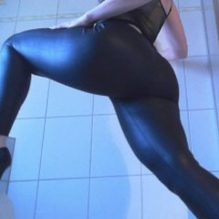 Wet -Leggings-Arsch - SweetWetPussy