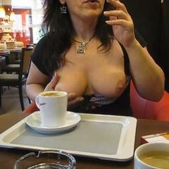 Im Kaffee Titten und Fotze unterm Tisch  - claubi