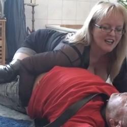 Spermaküsse einer Lady für einen Versage - FetischHautnah