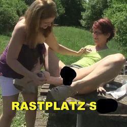 Zwei Girls am Rastplatz - Popp-Sylvie