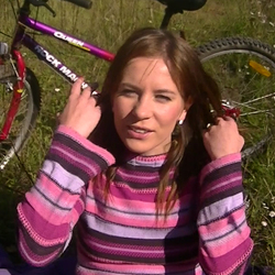 Radfahren mit Ficken und Sperma Pur - Little-Sue