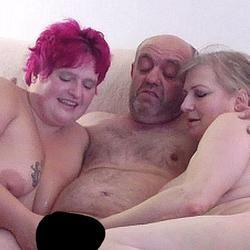 Hausfreund zum Orgasmus gewichst - VersauteMutti