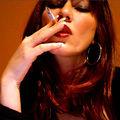 Julie raucht  - Juicy-Julie